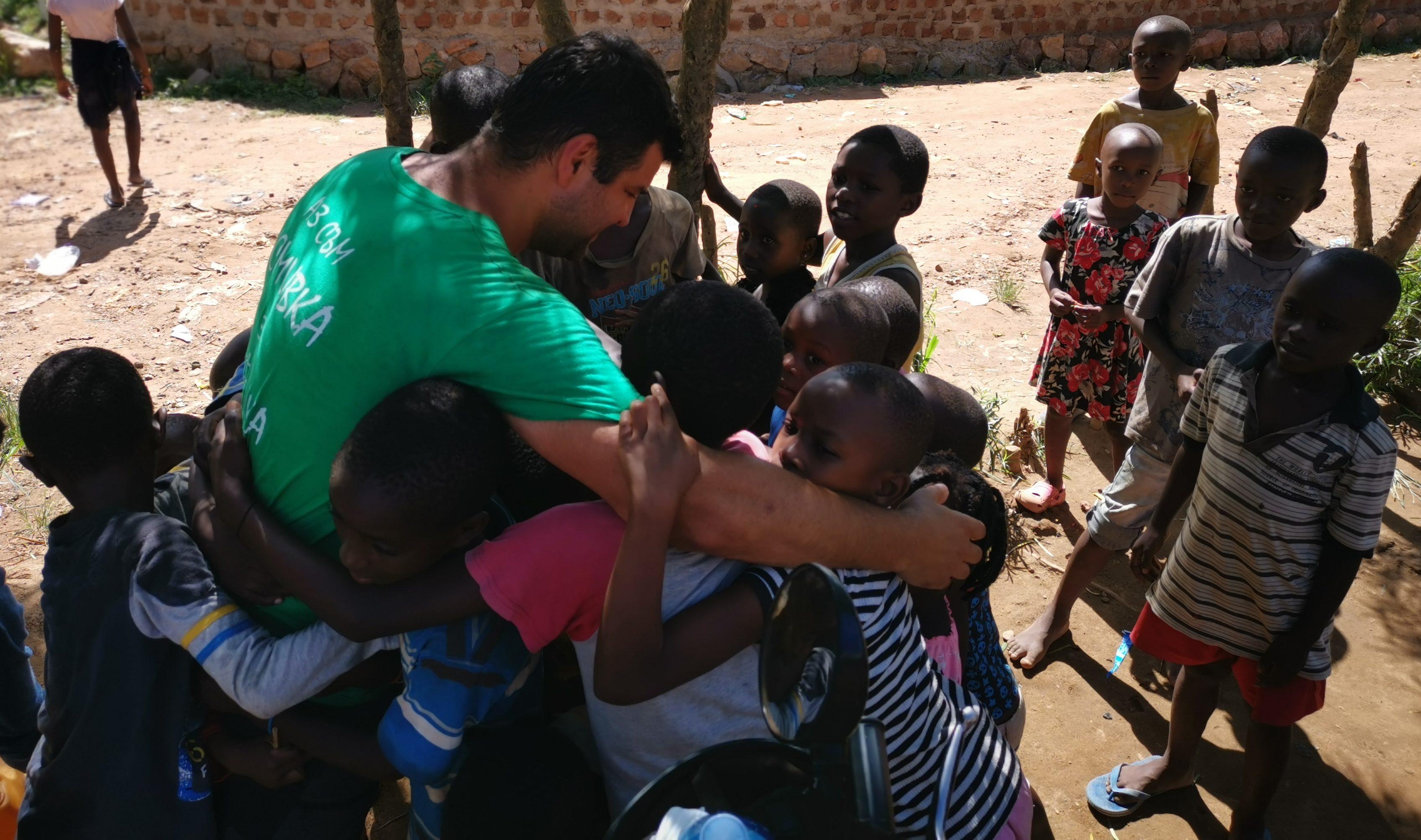 Българин спасява деца в Африка